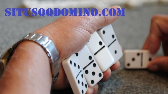Manfaat Bermain Judi Domino QQ Online Uang Asli