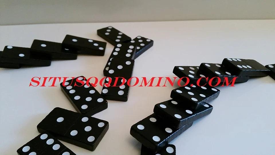 Manfaat Bermain Judi Domino
